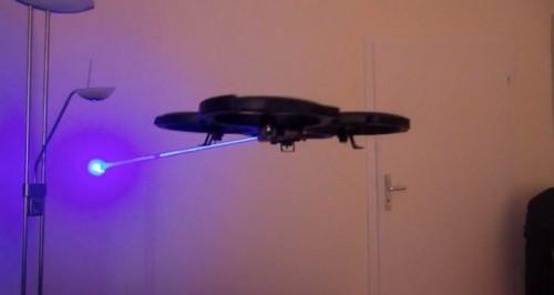 牛人在无人机上加装激光发射器