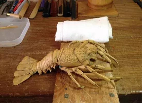 """日本小伙雕出""""活""""木雕龙虾,巧夺天工,以假乱真"""