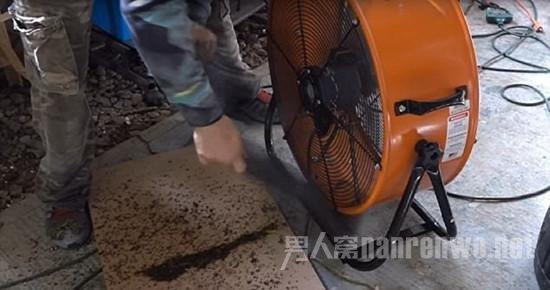 一条狗两把风扇,老外设计灭蚊神器,一晚诱捕4000只蚊