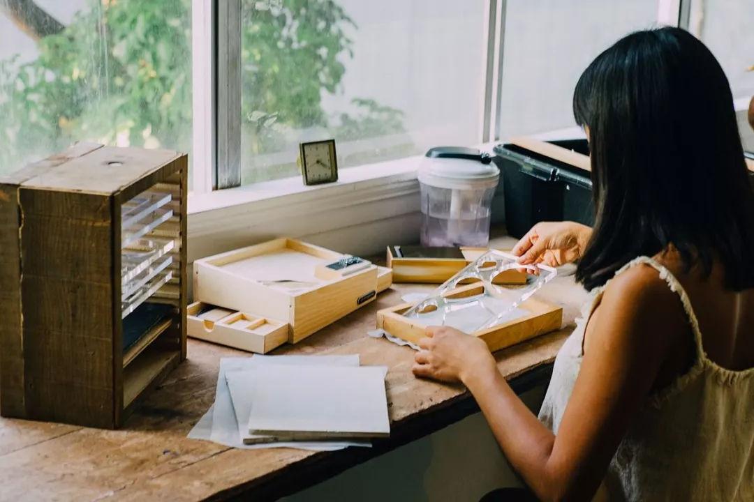 有了这台简易造纸机,自己在家也能体验造纸乐趣