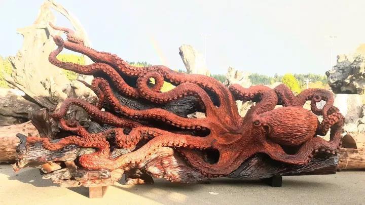 两位大师耗费四年时间,分别用木头雕刻出惊艳的作品