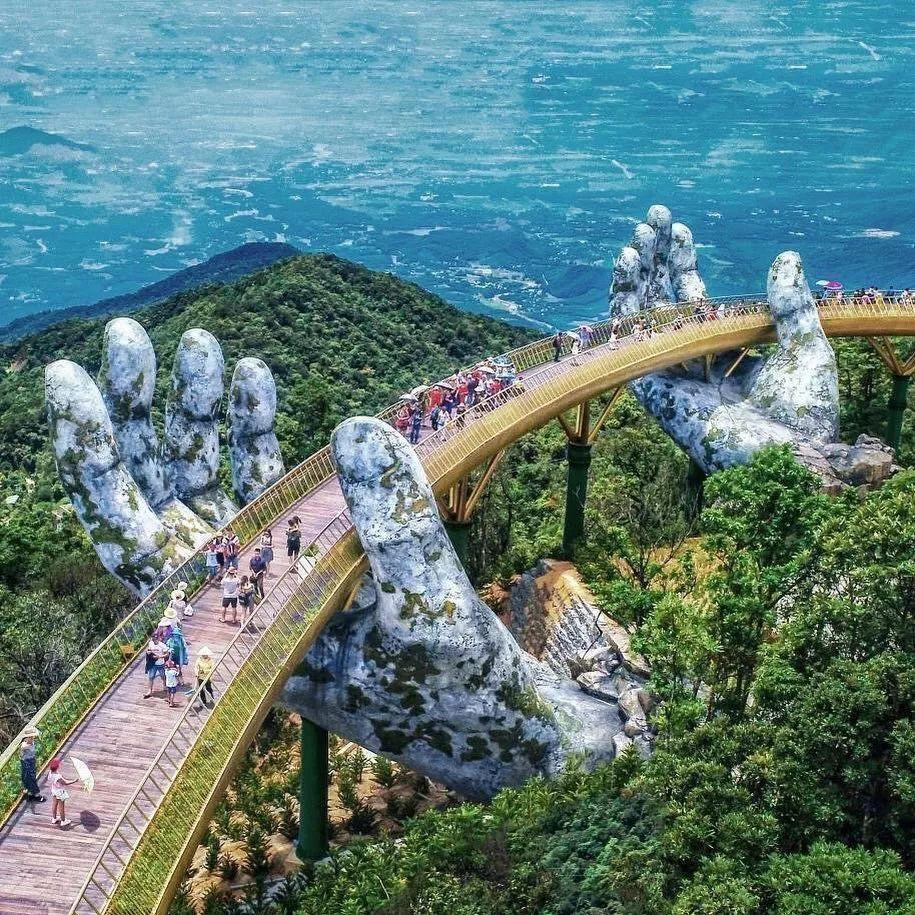 越南佛手桥成网红桥, 两只佛手托着金桥很有意境