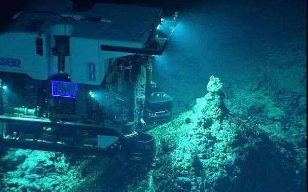 胆肥!潜下10925米深的马里亚纳海沟底部,还要交75万美元