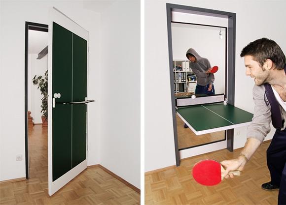 乒乓球桌与房门