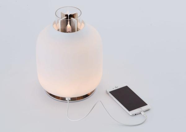 用火点亮复古油灯 热量能为手机充电