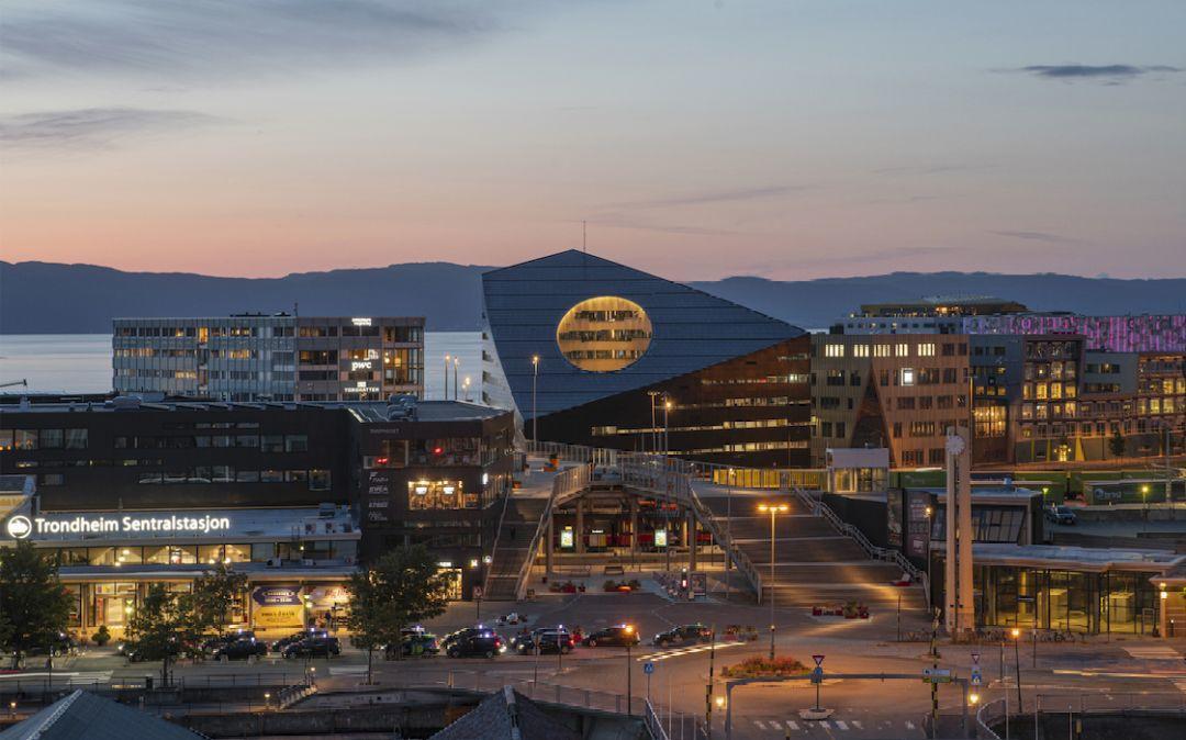 挪威建了一座大楼,堪称是全球最环保的建筑,还能发电