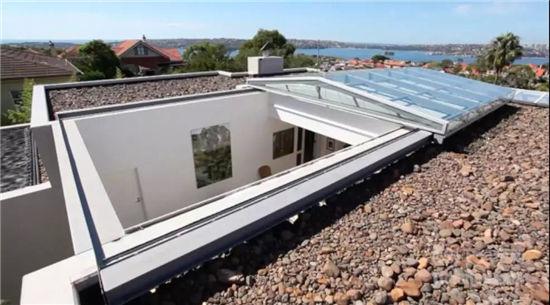 让整个屋顶都变成天窗,能自动打开和关闭