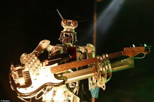 世界首个机器人乐队亮相莫斯科-详细描述-玩意儿