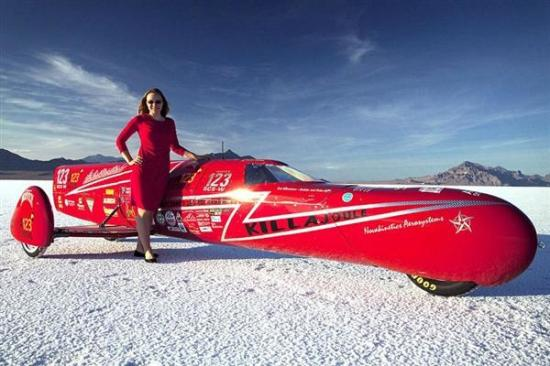 全球跑得最快的女摩托车手:时速389公里