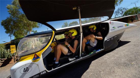 时速达120公里太阳能汽车