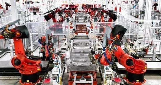 特斯拉造梦工厂 全自动化机器人生产