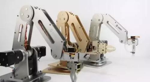 5个中国小伙设计的机器人手臂DoBotd 震惊美国科技界