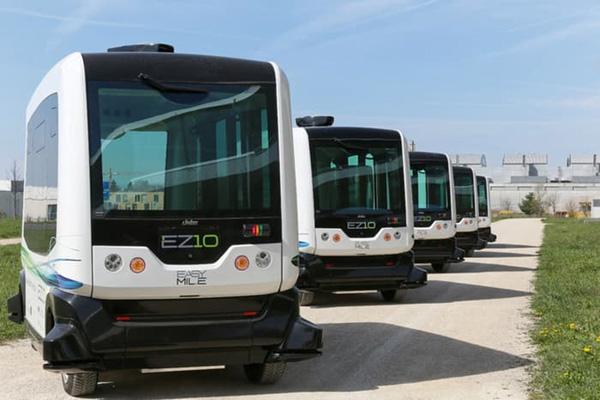 无人驾驶公交车EZ10在京东试行