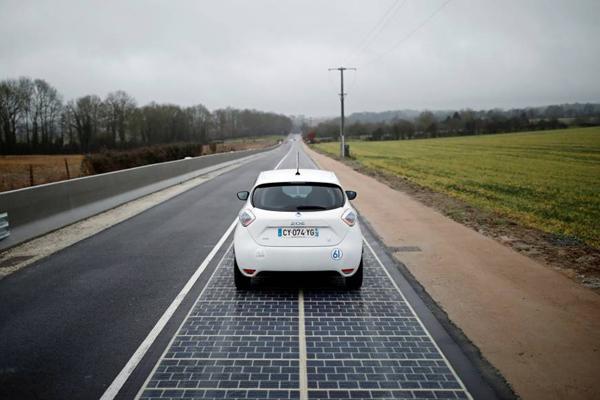 全球首条太阳能公路在法国试行