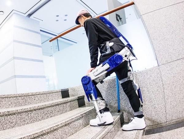 充满科幻感 外形像机甲的辅助机械外骨骼