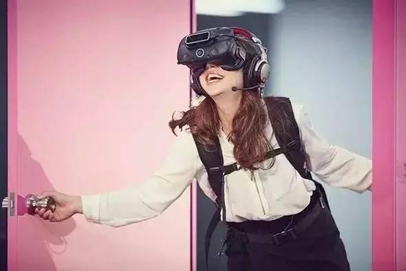多啦A梦如意门的VR体验 太梦幻了