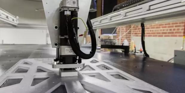 Sewbot自动缝纫机器人 22秒生产一件T恤