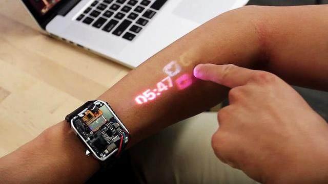 这个投影手表能把手臂变成触摸屏