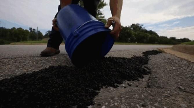 美公司研发路面修补胶带,贴一贴就能修好道路-玩意儿