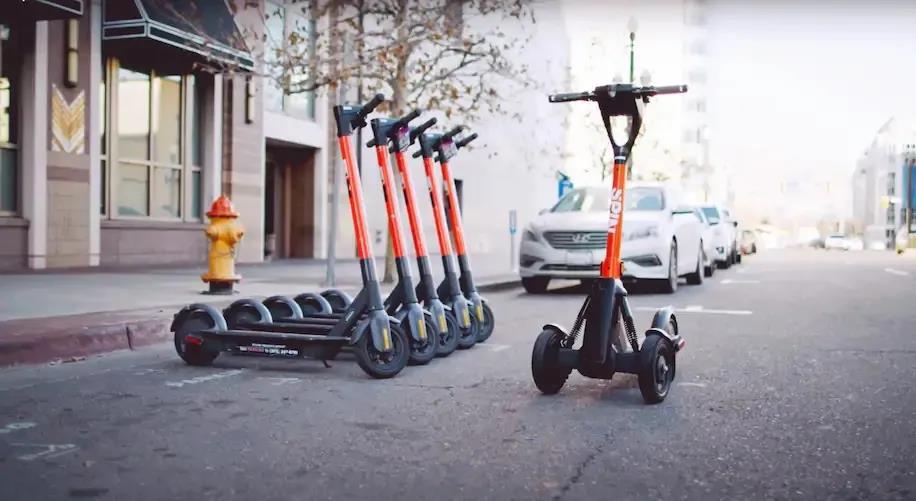 福特设计共享滑板车 可远程操控、半自动行驶和自动停泊