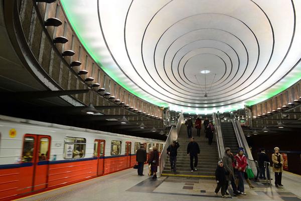 威尔逊广场地铁站,华沙