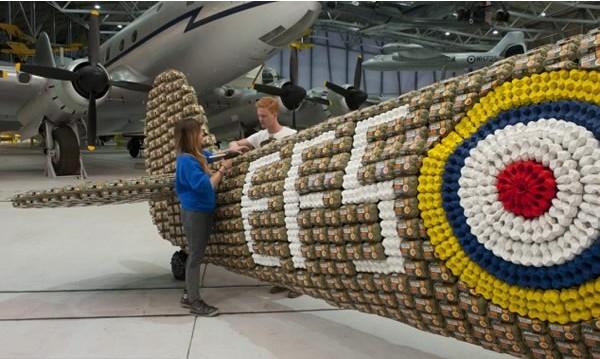 6500个鸡蛋盒打造二战时期喷气式飞机-具体内容-玩意儿