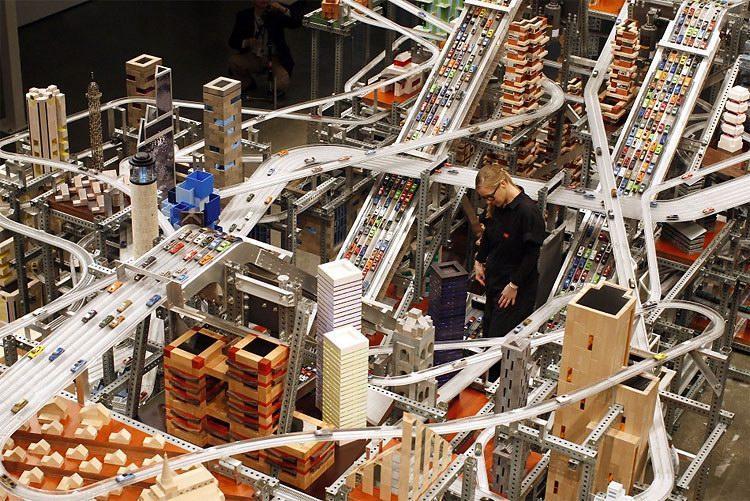 震撼的微缩城市动态雕塑-具体内容-玩意儿