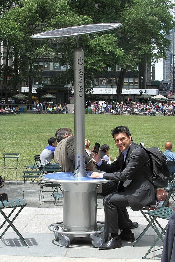 纽约市公园移动太阳能充电桩