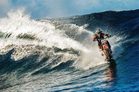 摩托车冲浪 你敢玩吗?