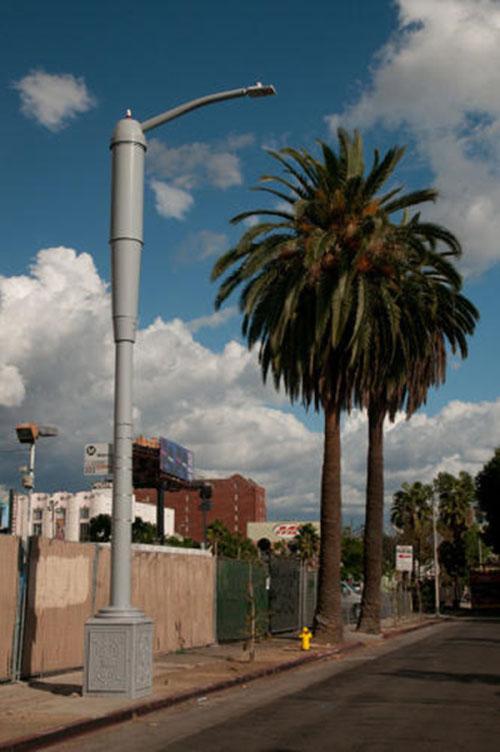 洛杉矶智能路灯:有光有网络