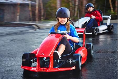 专为5-9岁儿童设计的小型电动卡丁车