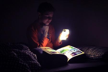 提供足够亮度的iPhone手机壳 Lelux