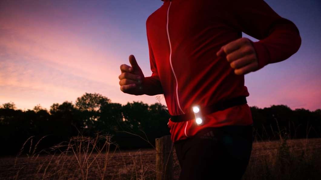 不用电池的夜跑指示灯