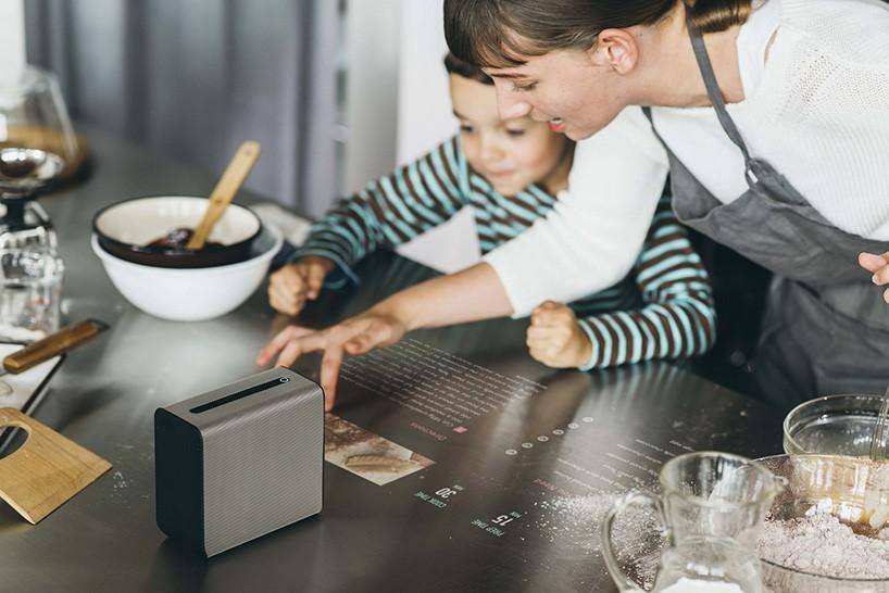 索尼黑科技 Xperia Touch触摸式投影仪