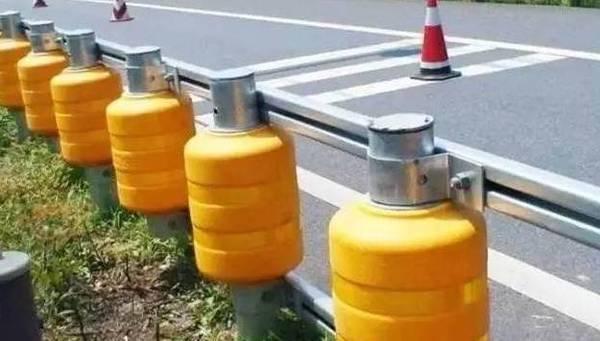 速公路新型防撞栏 有效降低事故伤害
