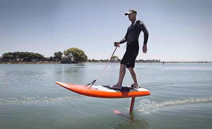 Jetfoiler无浪也能冲浪的电动冲浪板