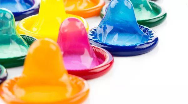 中学生发明变色避孕套,遇到不同病毒会变色-