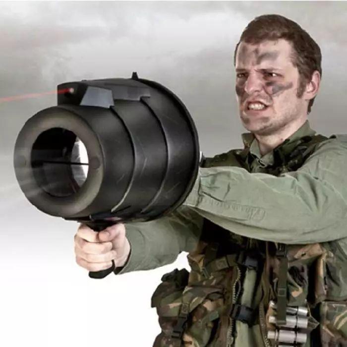 德国以前用来打飞机的空气炮,原来是很好的玩具