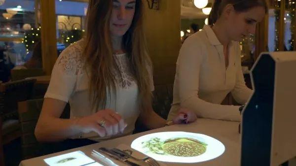 让你看看现在的餐厅有多高科技