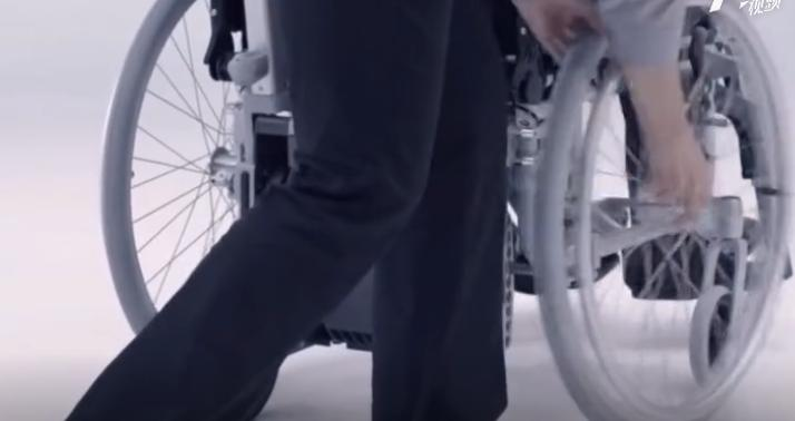 轮椅装上这个神器就能爬楼梯-创意网