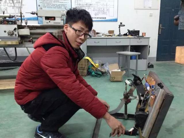 大四学生发明油门刹车系统,解决油门当刹车难题,还获得了专利