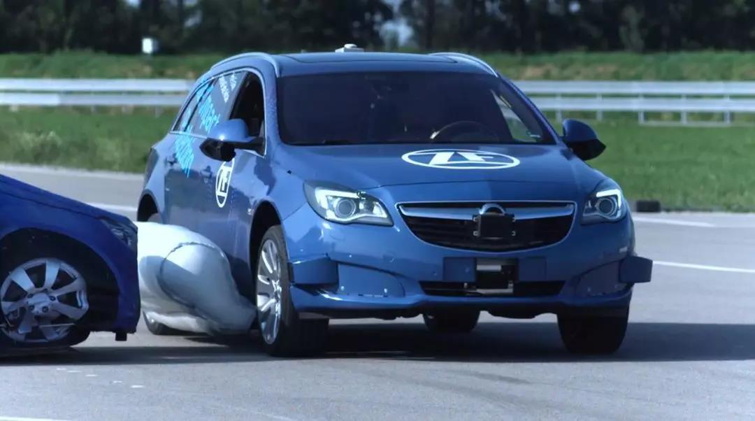 创新性的安全气囊,安装在车身外