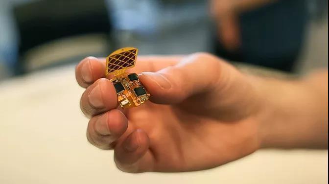 麻省理工学院研制出隔空指甲触摸设备