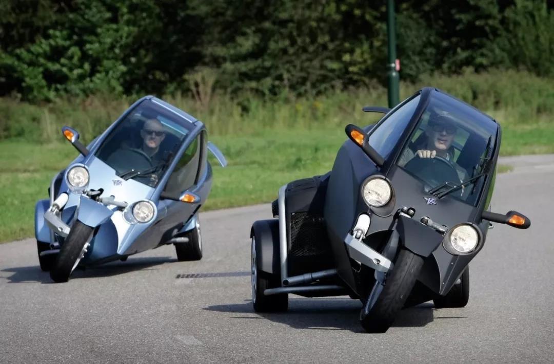 有了这辆三轮摩托车,新手也能压弯