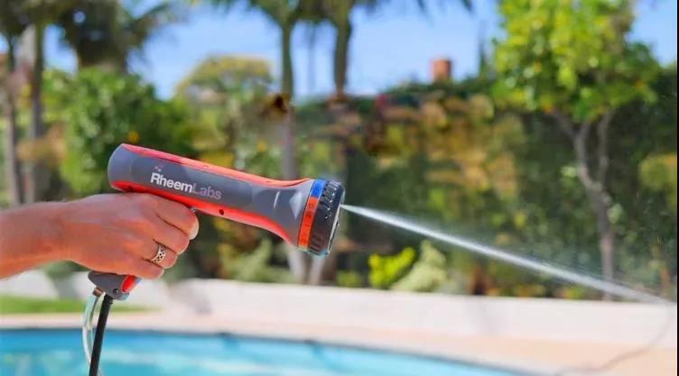 可以即时喷出热水的高压水枪 HotWave