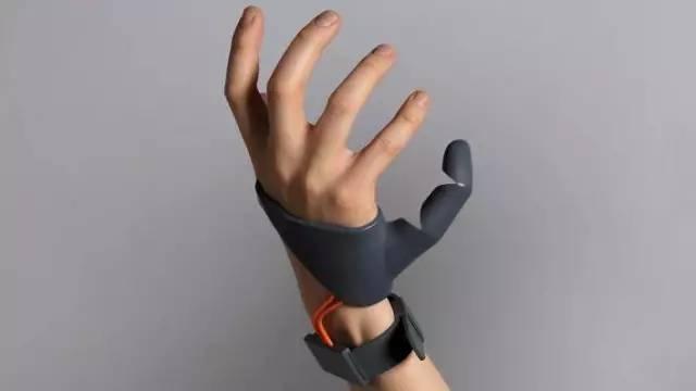 多了一个手指使用会是什么感觉?