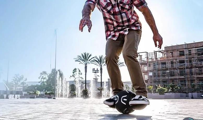 球形平衡车灵活性比非常好