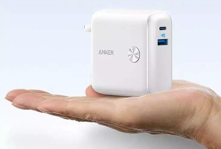 Anker充电器+充电宝二合一,插上是充电器,拔下是充电宝