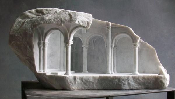 Matthew Simmonds的大理石中世纪建筑雕塑