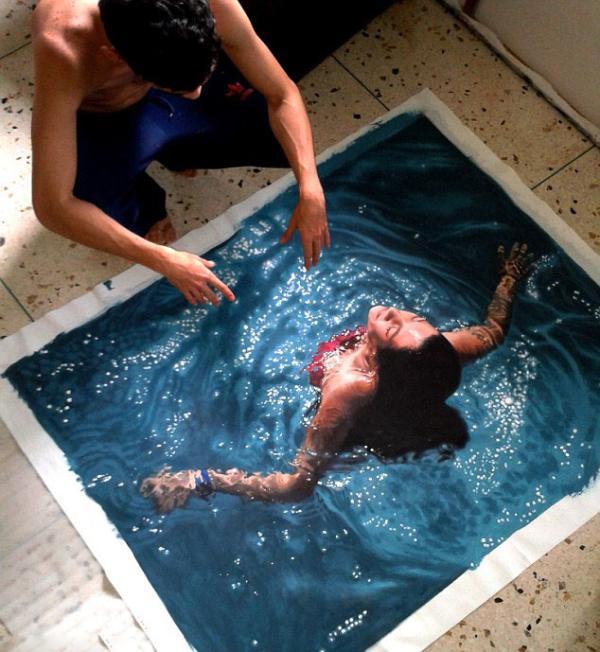 超逼真游泳者出水手绘画 简直是照片效果
